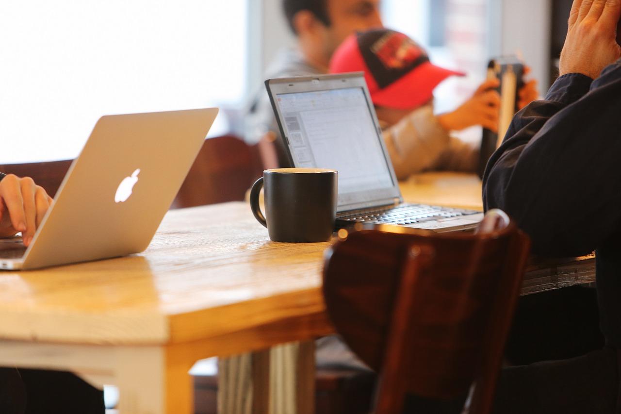 Právne rady pre tvoj business #1: Živnosť vs. s.r.o.